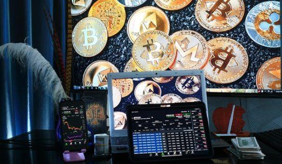 Cardano steigt und Bitcoin über 50000 USD